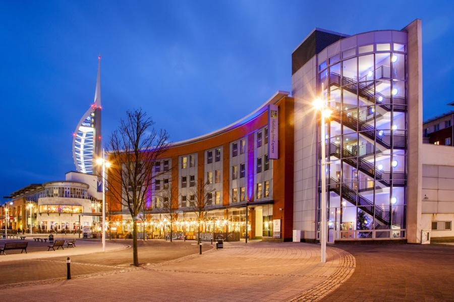Holiday Inn Express | Outlet Shopping \ Gunwharf Quays