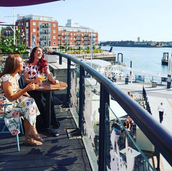 Al fresco dining at Gunwharf Quays